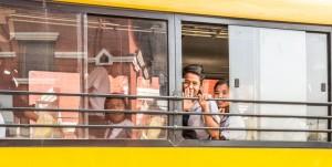 Nens del Kailash Home al autobus